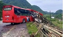 Xe khách tông đuôi xe tải chở luồng dừng bên đường, 2 người tử vong