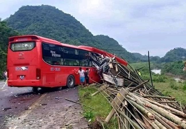 Danh tính các nạn nhân vụ xe khách tông xe tải ở Hoà Bình2