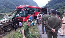 Xe khách đâm đuôi xe tải ở Hòa Bình chưa đăng ký kinh doanh vận tải