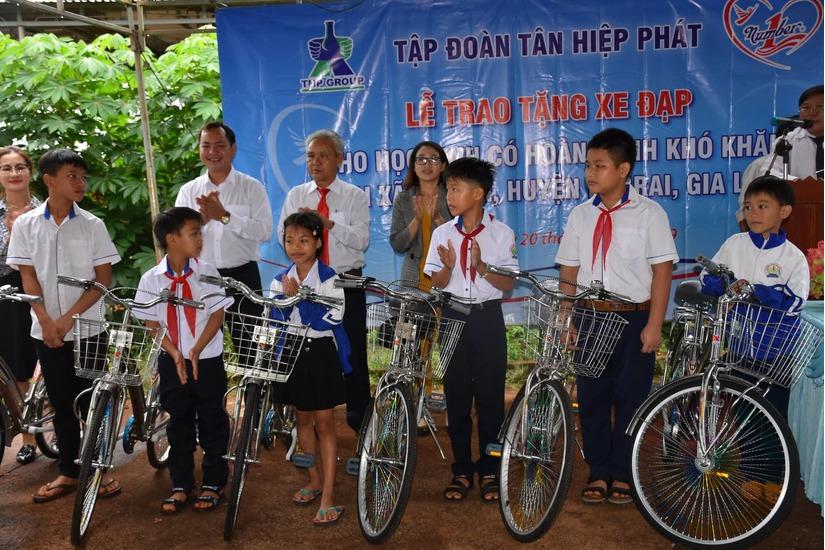 Tân Hiệp Phát trao tặng 50 chiếc xe đạp cho học sinh nghèo tại Gia Lai