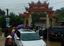 Diễn biến mới vụ côn đồ đi xe Lexus 570 đập phá cổng làng bị dân 'quây'