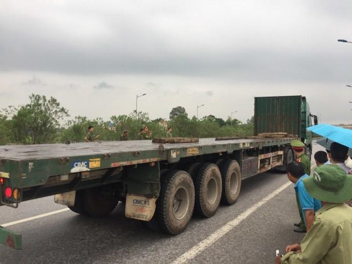 Thực nghiệm hiện trường vụ container tông Innova đi lùi trên cao tốc
