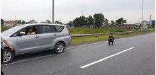 Đang thực nghiệm hiện trường vụ container tông Innova đi lùi trên cao tốc