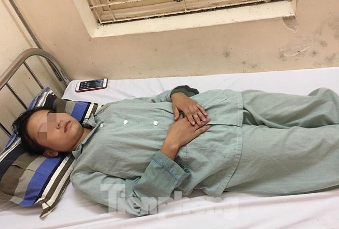 Thiếu nữ ở Lạng Sơn nhập viện cấp cứu vì ngộ độc do hít 'bóng cười'
