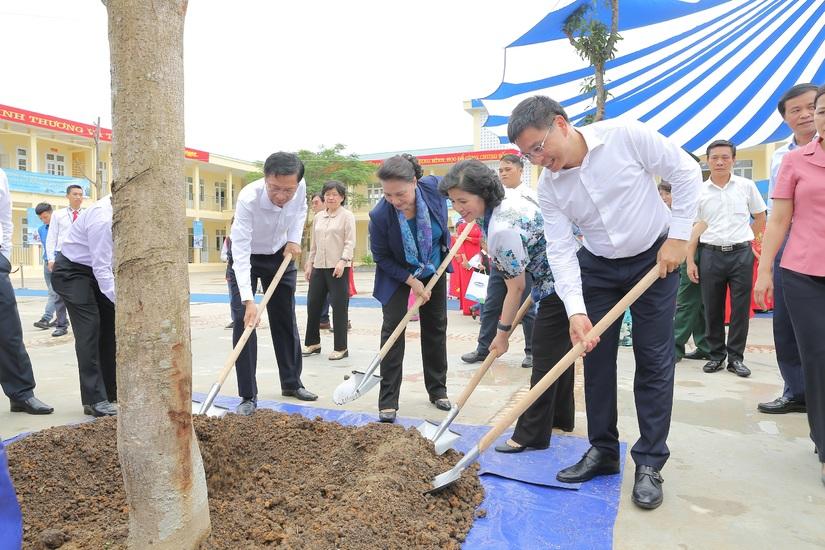 Trẻ em Quảng Ninh đón nhận ngôi trường mới từ Chủ tịch Quốc hội và hơn 71 ngàn ly sữa từ Quỹ sữa Vươn cao Việt Nam