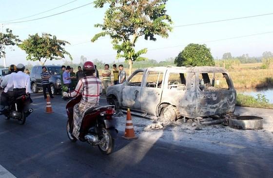 Con gái thuê người đốt xe bồ nhí, vô tình khiến cha ruột tử vong