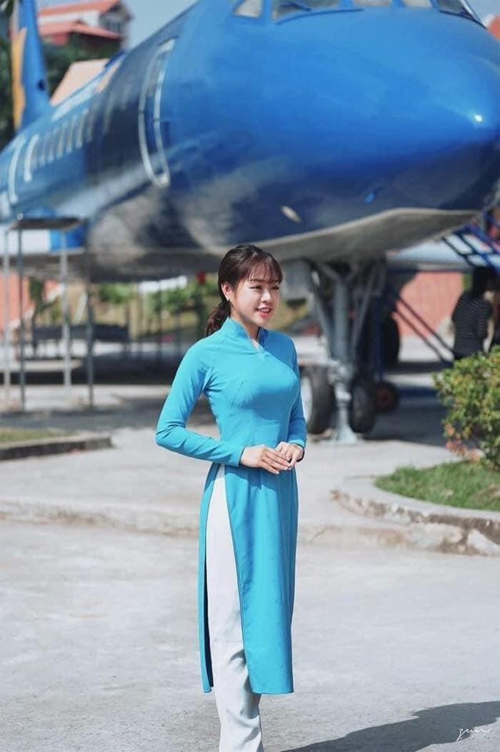 Nhan sắc vạn người mê của cô gái tung clip nữ công an náo loạn sân bay Tân Sơn Nhất 2