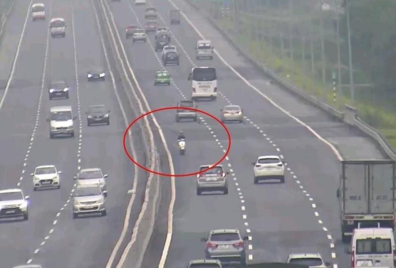 Xử phạt nam thanh niên điều khiển xe máy ngược chiều 10km trên đường cao tốc