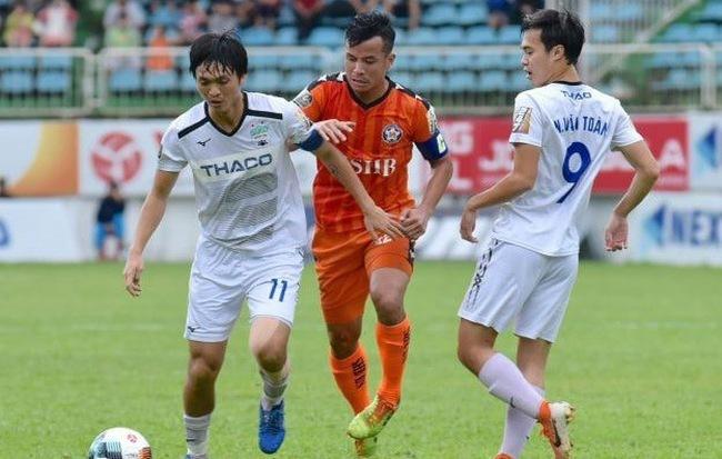 HLV Lê Huỳnh Đức không phục trận thua HAGL ở vòng 22 V.League