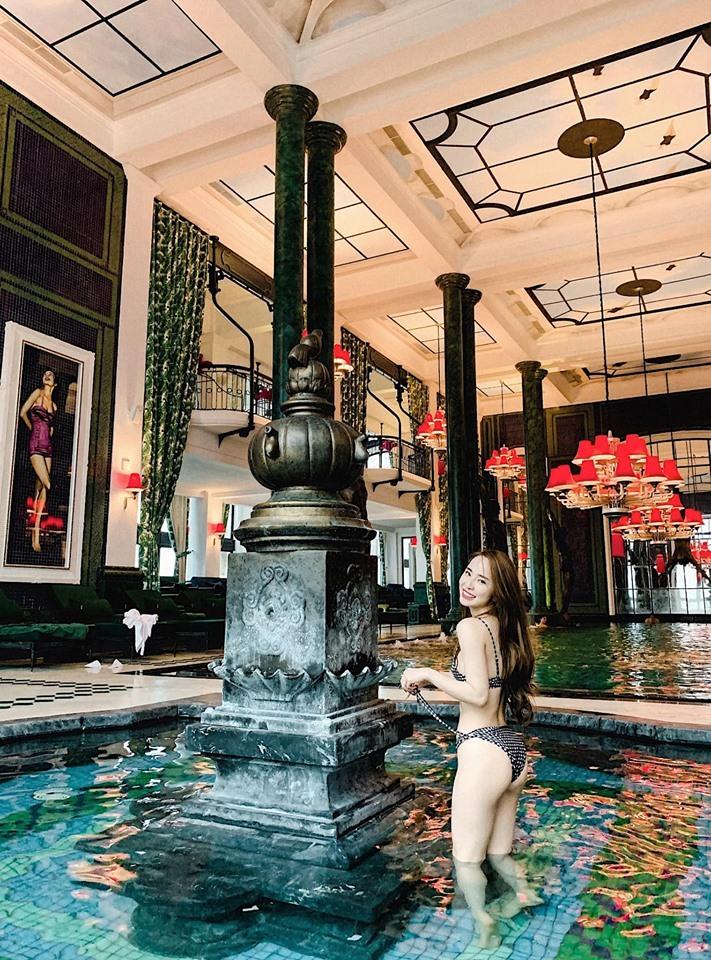 Tiểu tam Quỳnh Nga mặc áo tắm khoe vòng eo 55 cm