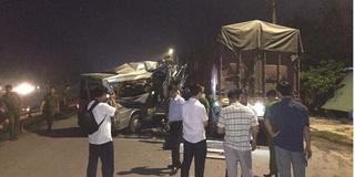 Xe khách húc đuôi container ở Hưng Yên, 16 người nhập viện