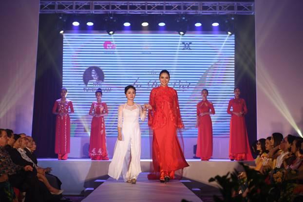 NTK Đỗ Trịnh Hoài Nam giới thiệu BST 'S Vietnam' mở màn New York Couture Fashion Week 2019