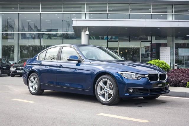 Chiếc BMW 320i đang giảm giá gần 300 triệu đồng có gì đặc biệt2