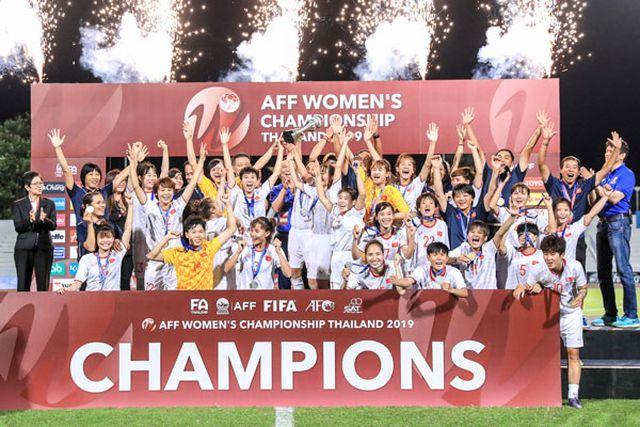 Thủ tướng Xuân Phúc chúc mừng thành công của đội tuyển nữ Việt Nam