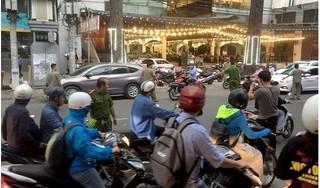 Người đàn ông bất ngờ bị nhóm thanh niên chém lìa cánh tay ngay giữa đường