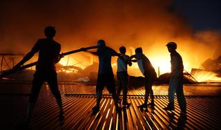 Tác nghiệp vụ cháy ở Công ty Rạng Đông, một PV bị bảo vệ bẻ gãy thẻ nhớ máy ảnh