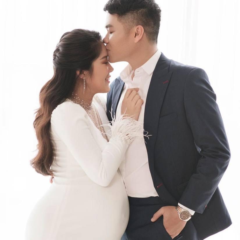 Lê Phương sinh con thứ 2 cho chồng kém7 tuổi đúng vào sinh nhật mình