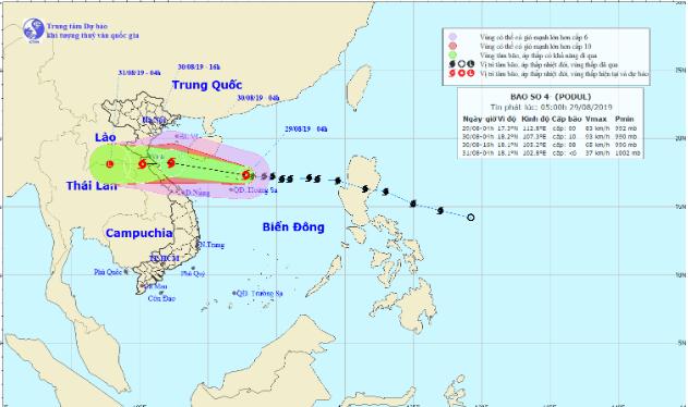 Bão số 4 giật cấp 11 tiến nhanh vào đất liền, gây mưa lớn khắp Bắc Trung Bộ