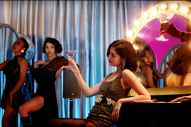 Bùi Bích Phương lả lơi, sexy đến như thế nào trong MV 'Đi Đu Đưa Đi'?