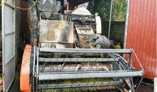 Máy gặt hơn 300 triệu của trưởng thôn bị kẻ gian thiêu rụi trong đêm
