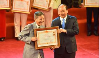 Nghệ sĩ Trần Hạnh, Trung Anh hân hoan nhận danh hiệu NSND, NSƯT