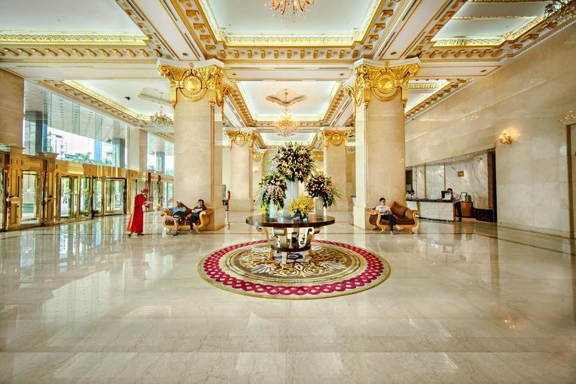 Ông chủ khách sạn dát vàng Grand Plaza đuổi người trú mưa là ai
