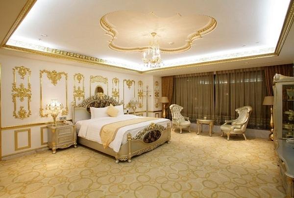 Ông chủ khách sạn dát vàng Grand Plaza đuổi người trú mưa là ai?3