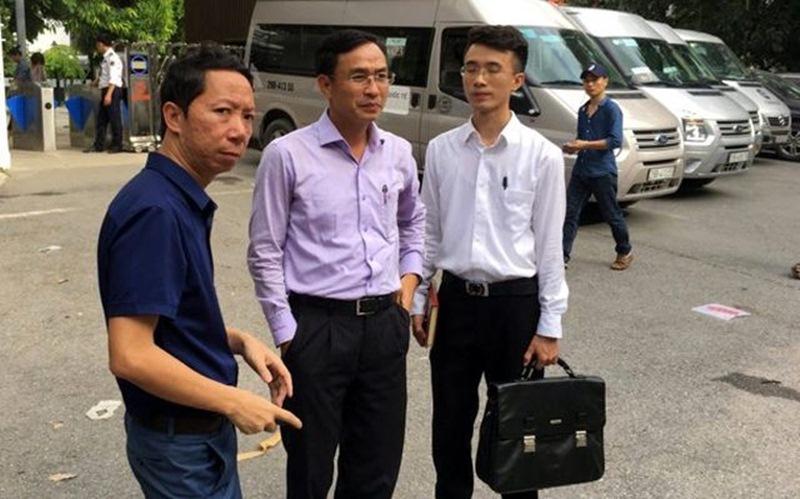 Bố cháu Lê Hoàng Long có mặt tại buổi thực nghiệm. (Ảnh: CTV)