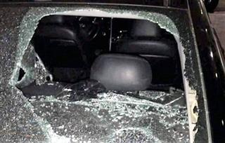 Đỗ chắn lối, xã đội trưởng bực tức đập vỡ kính ô tô của Bộ Công an