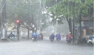 Áp thấp nhiệt đới đi vào Biển Đông, khả năng mạnh lên thành bão số 5