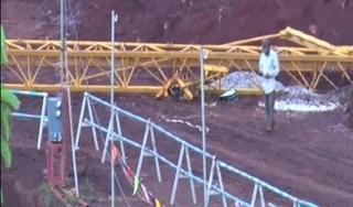 Hai công nhân rơi từ giàn giáo cao 30 mét thoát chết thần kỳ