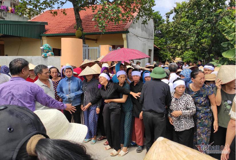 Dân làng khóc nghẹn đưa tiễn gia đình bị anh trai truy sát ở Đan Phượng an nghỉ