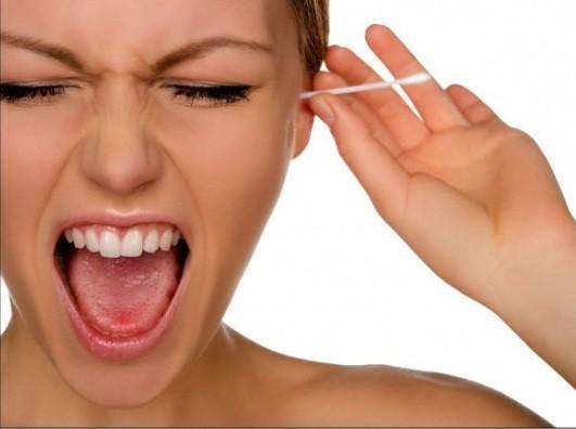 Nhỏ nước muối sinh lý có vào tai có khỏi ù tai, hết viêm nhiễm sau bơi không? - Ảnh 2.