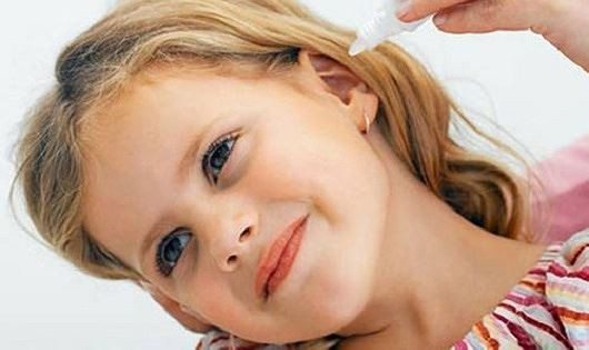 Nhỏ nước muối sinh lý có vào tai có khỏi ù tai, hết viêm nhiễm sau bơi không? - Ảnh 3.
