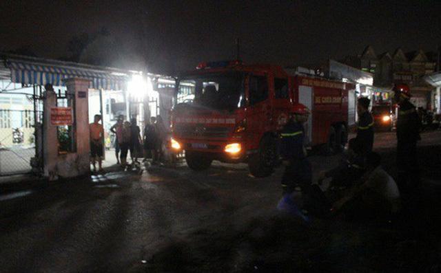 Khống chế 4 người thân trong nhà rồi giăng điện đổ dầu và bình gas dọa đốt