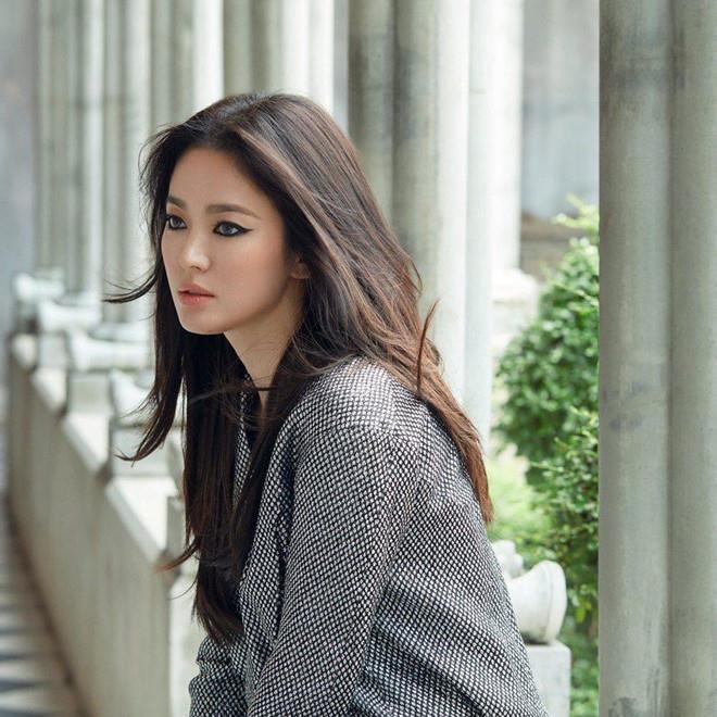 2 tháng sau ly hôn Song Jong Ki, Song Hye Kyo dẫn đầu danh sách 10 mỹ nhân đẹp nhất xứ Hàn