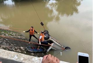 Mở rộng khu vực tìm kiếm tài xế xe taxi mất tích dưới sông Cầu Chày
