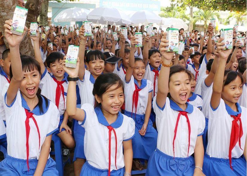 Vinamilk và TH milk tiếp tục 'so tài' với gói thầu sữa học đường ở TP HCM