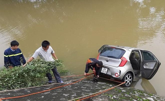Thi thể tài xế vụ taxi lao xuống sông được tìm thấy sau 3 ngày