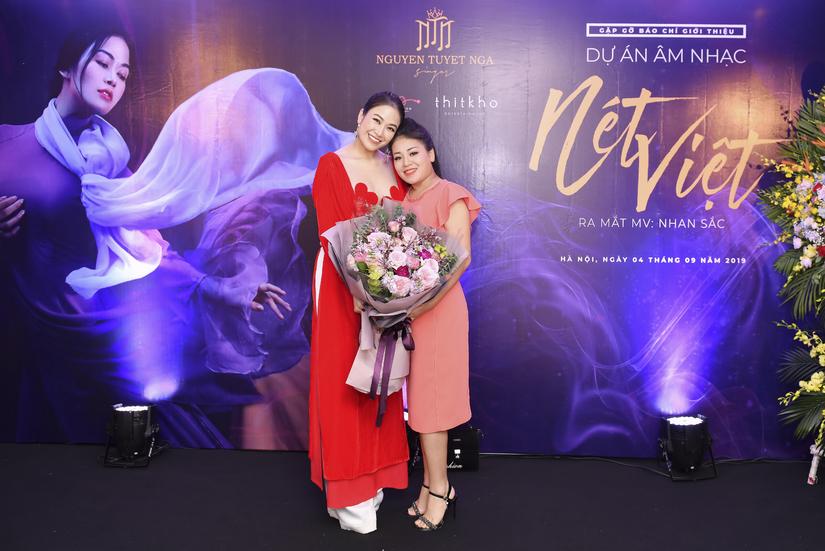 Vũ Khắc Tiệp ra tận Hà Nội chúc mừng Hoa hậu Áo dài Tuyết Nga