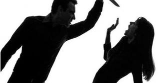 Vợ nhắm mắt đợi chờ món quà đặc biệt, ai ngờ bị chồng đâm cho nhát dao