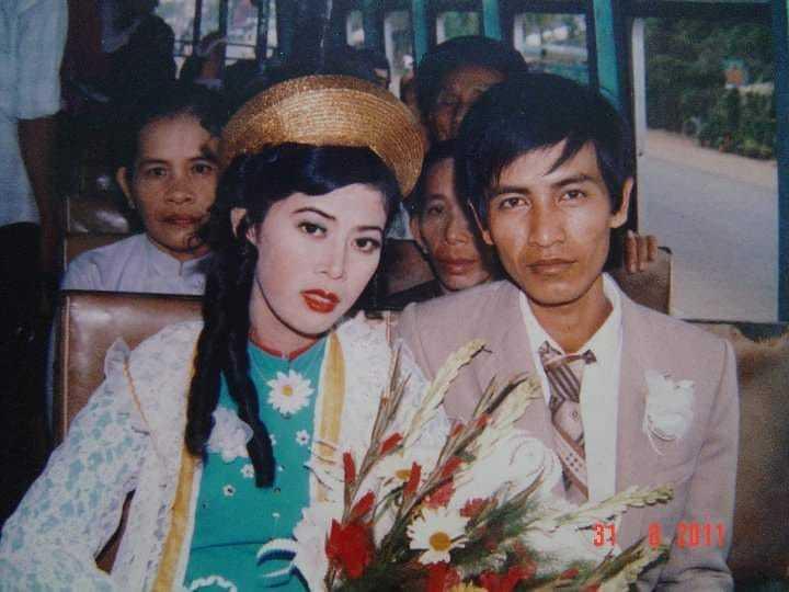 Style trang điểm ảnh cưới da trắng má hồng của bố mẹ ngày xưa