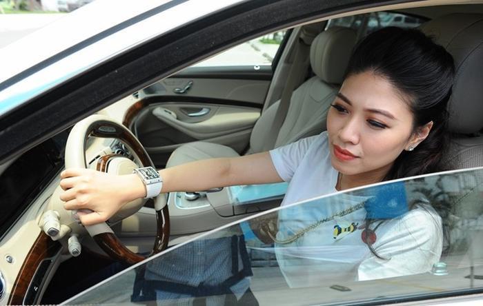 BTV Ngọc Trinh lên tiếng khi bị đồn sở hữu dàn xe sang giá vài chục tỷ