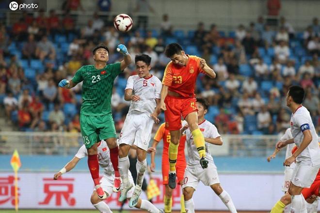 Báo Trung Quốc chỉ trích thậm tệ Guus Hiddink khi sau trận thua U22 Việt Nam