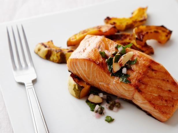 Nên ăn cá hồi đã qua chế biến sẽ rất tốt cho người viêm loét đại tràng
