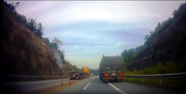Truy tìm xe container cả gan đi ngược chiều, 'phóng như bay' trên cao tốc