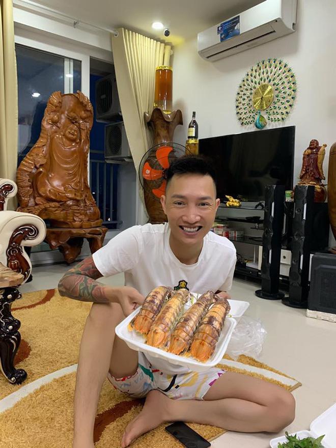Huấn Hoa Hồng - người mới bị bắt đi cai nghiện nổi tiếng MXH4
