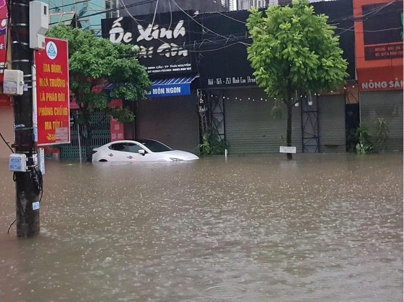 Thái Nguyên ngập nặng sau trận mưa giông lớn sáng nay