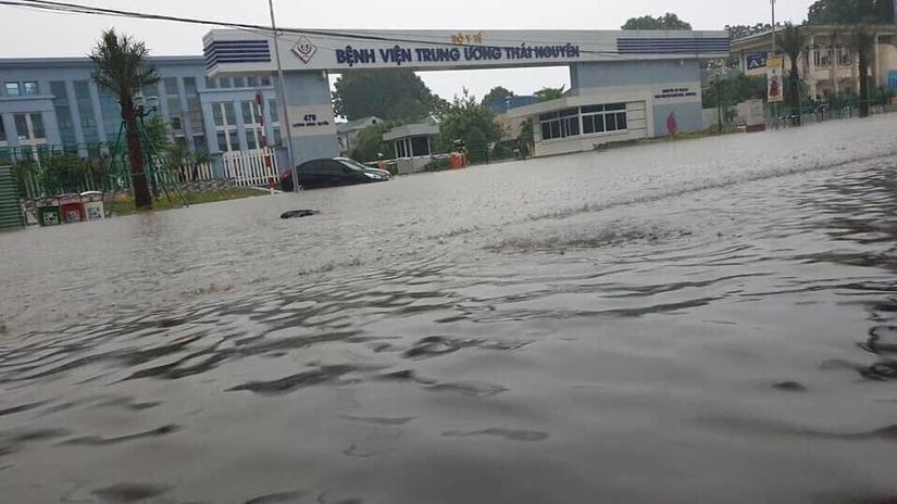 Thái Nguyên ngập nặng sau trận mưa giông lớn sáng nay 6