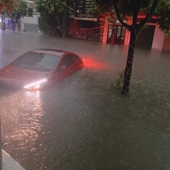 Thái Nguyên ngập nặng sau trận mưa giông lớn sáng nay 4